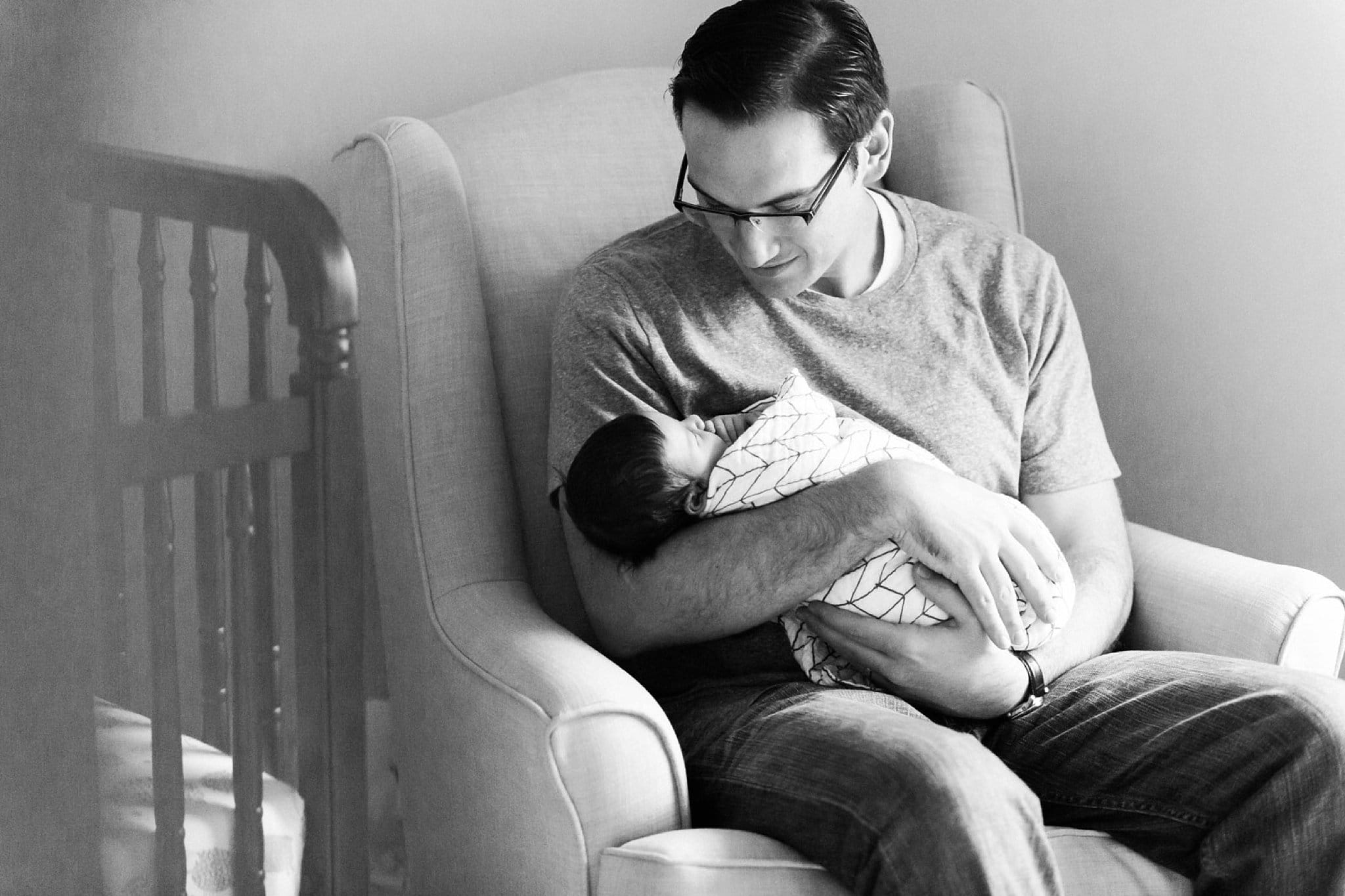 photos of father and newborn at home in pittsburgh pa