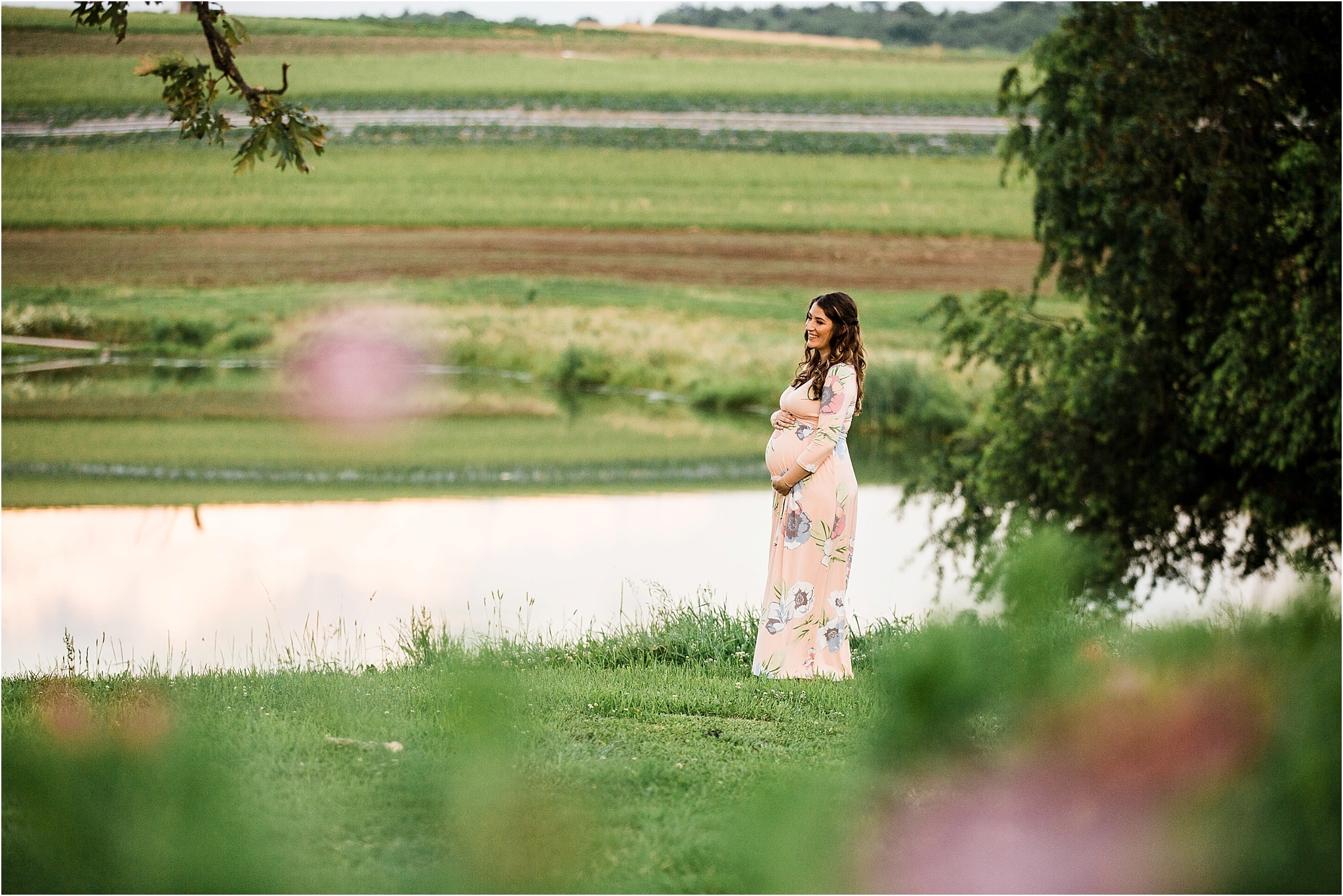 gorgeous maternity photo at Simmons Farm in Pittsburgh PA