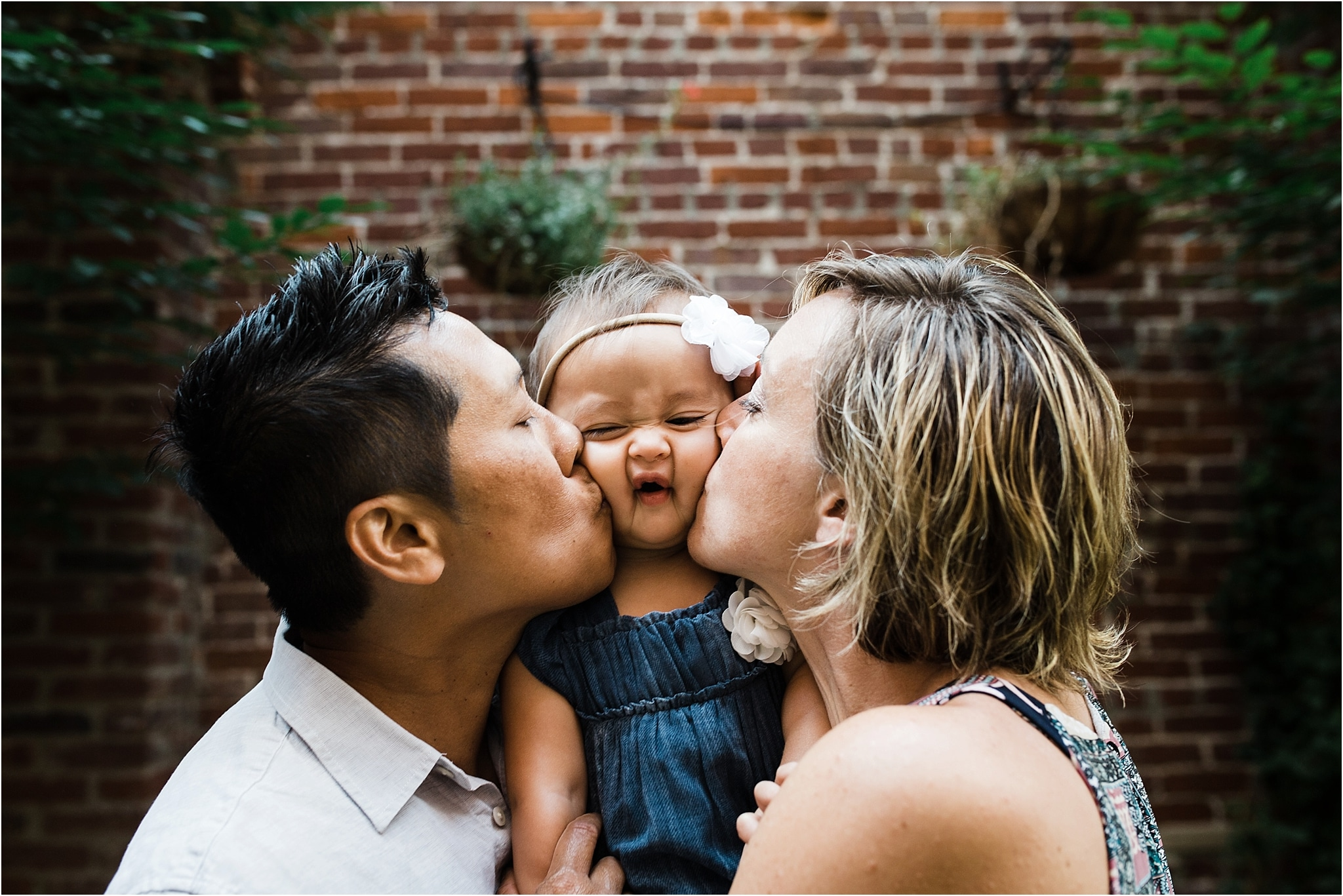 daughter smushed by parents kisses