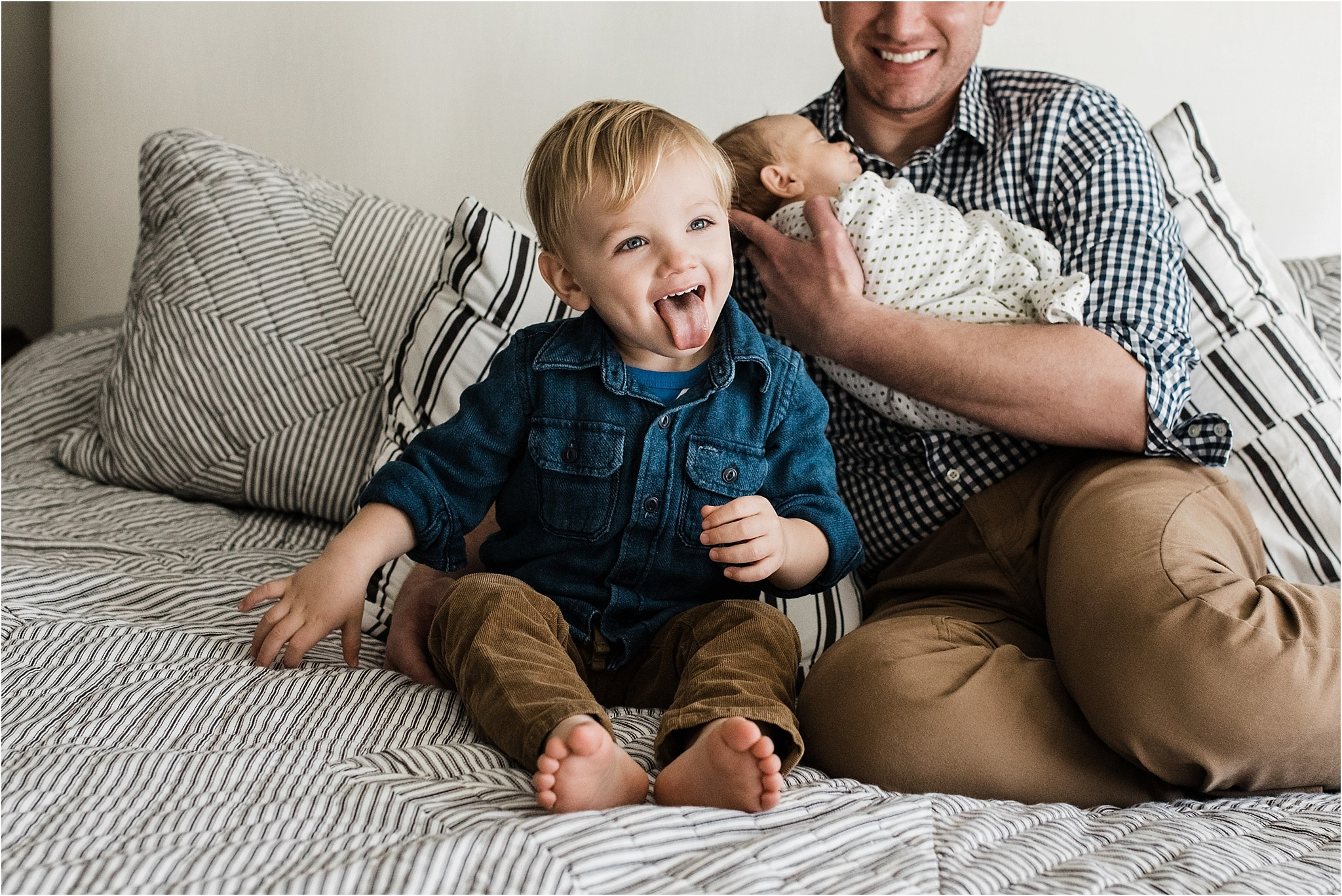 older sibling being silly during home newborn session