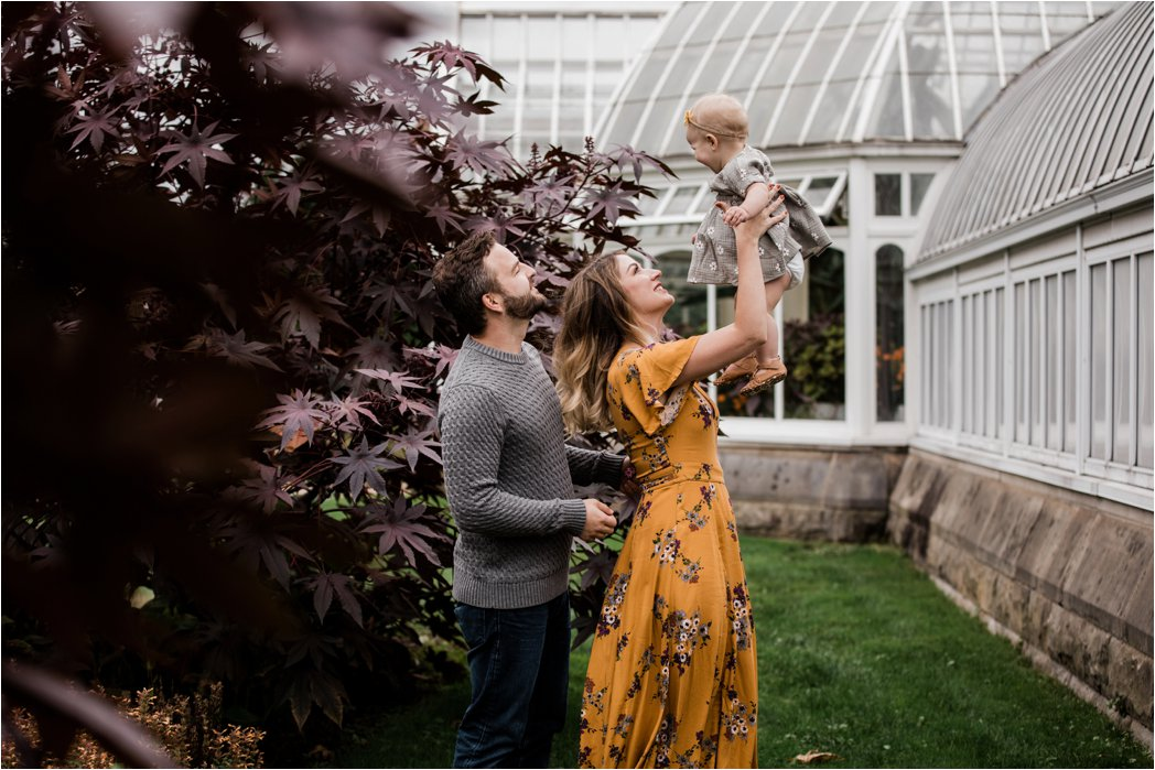 CANDID FAMILY PHOTOS OUTSIDE PHIPPS